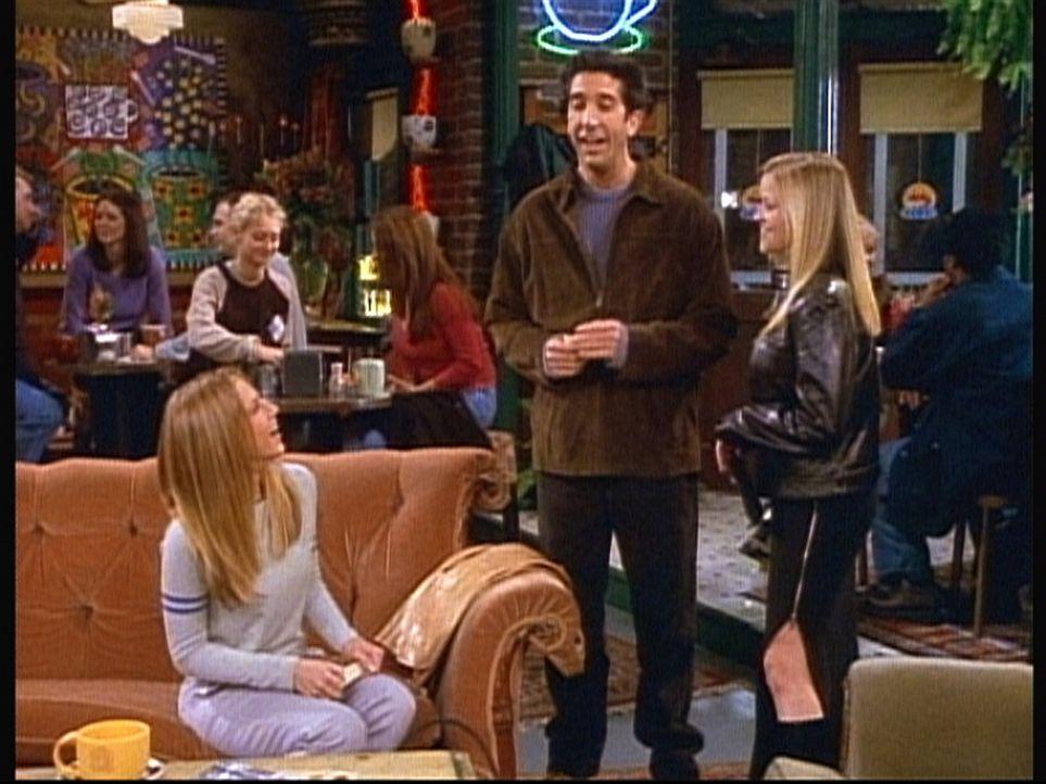 Rachel (Jennifer Aniston, l.) redet Ross (David Schwimmer, M.) gut zu, damit er einmal mit ihrer Schwester Jill (Reese Witherspoon, r.) ausgeht. - Bildquelle: TM+  2000 WARNER BROS.