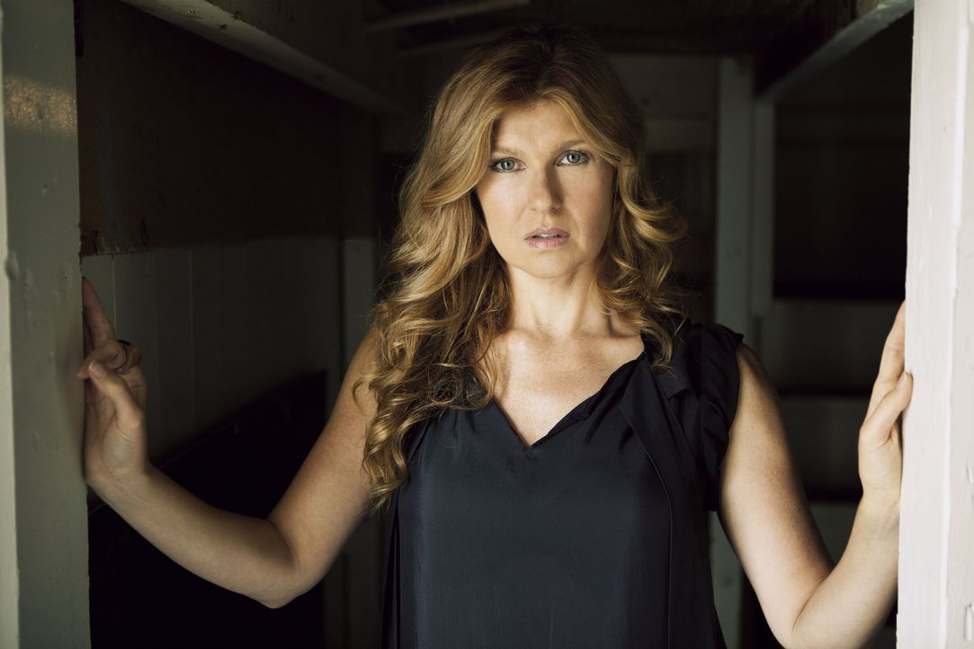 (1. Staffel) - Nachdem Vivien (Connie Britton) ihren Mann Ben in flagranti mit einer seiner Studentinnen erwischt hat, kann er seine Frau doch noch... - Bildquelle: 2011 Twentieth Century Fox Film Corporation. All rights reserved.