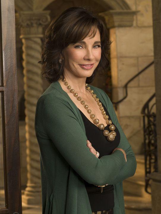 Laurel Limoges (Anne Archer) hat viele Millionen mit einer Kosmetikfirma verdient, früh ihren Mann verloren und sucht jetzt nach einer Tutorin für... - Bildquelle: Warner Bros. Television