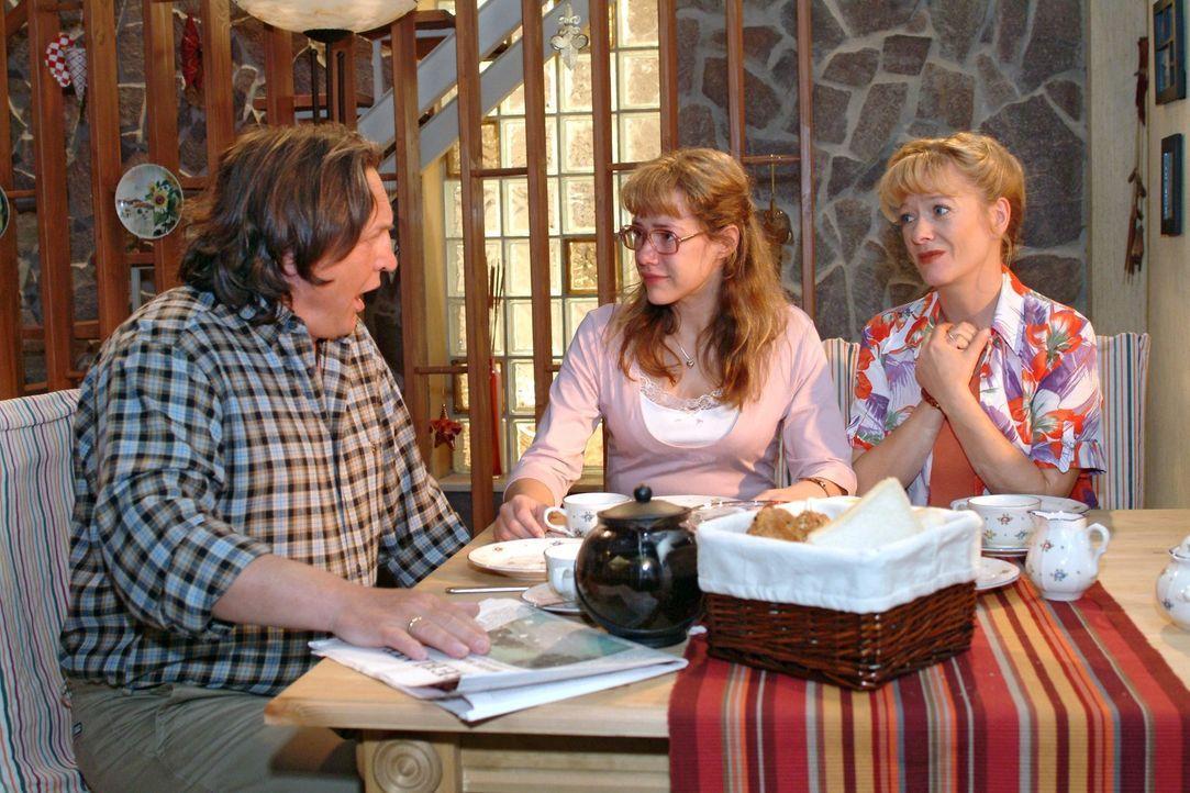 Bernd (Volker Herold, l.) bleibt zu Helgas (Ulrike Mai, r.) Entsetzen Lisa (Alexandra Neldel, M.) gegenüber hart - was bei dieser zu einer Kurzschl... - Bildquelle: Sat.1