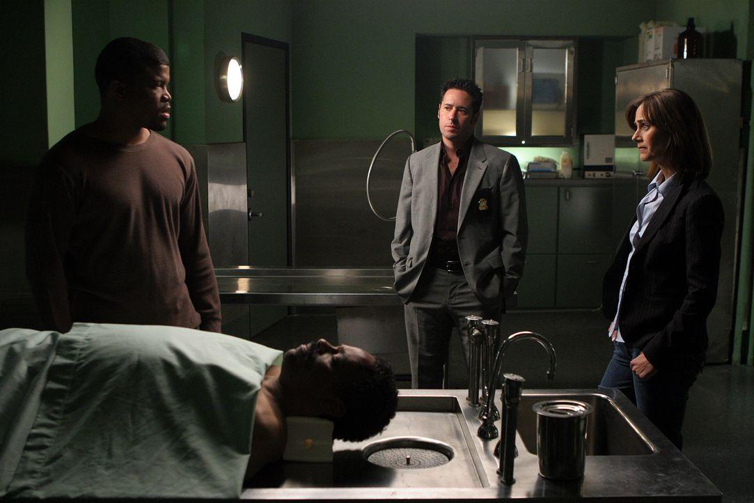 Ein neuer Mordfall beschäftigt Megan (Diane Farr, r.) und Don (Rob Morrow, M.). Doch hat Clay Porter Jr. (Sharif Atkins, l.) etwas damit zu tun? - Bildquelle: Paramount Network Television