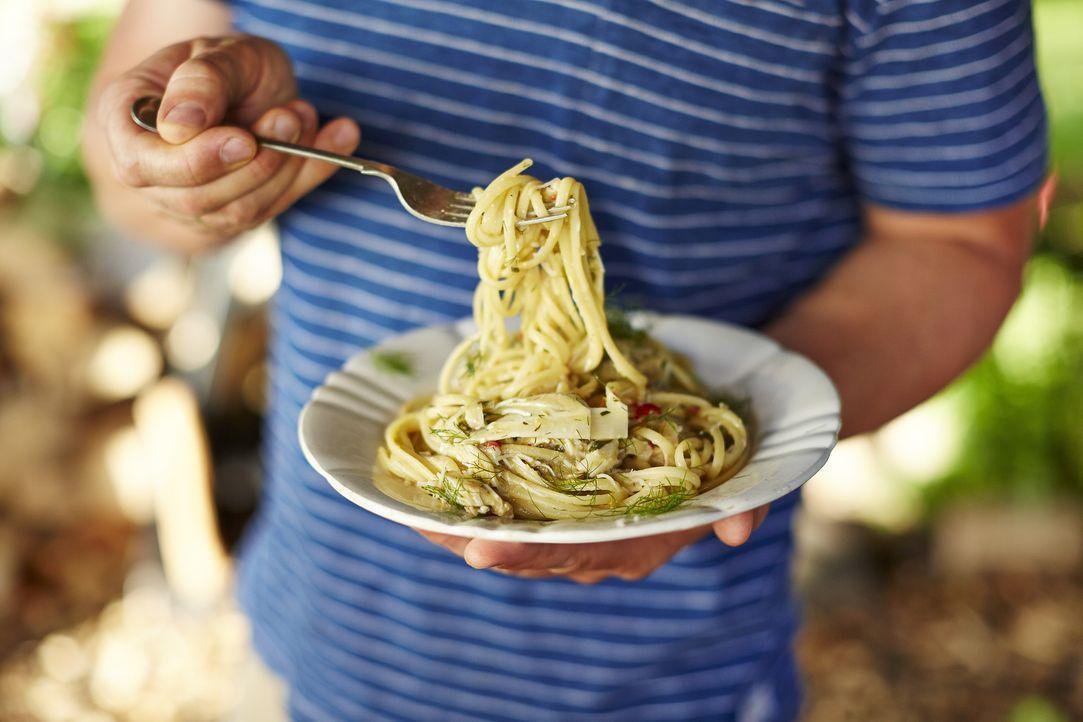 Jamie Oliver weiß, wie man einfache Pasta zu etwas ganz besonderem macht ... - Bildquelle: FRESH ONE PRODUCTIONS MMXIV