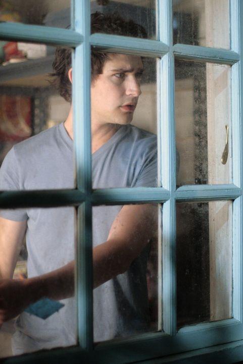 Kyle (Matt Dallas) kann es nicht glauben: Mitten in der Nacht klopft Amanda an sein Fenster ... - Bildquelle: TOUCHSTONE TELEVISION