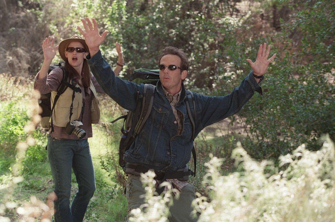 Geraten in Bedrängnis: Sydney Bristow (Jennifer Garner, l.) und Noah Hicks (Peter Berg, r.) - Bildquelle: Touchstone Television