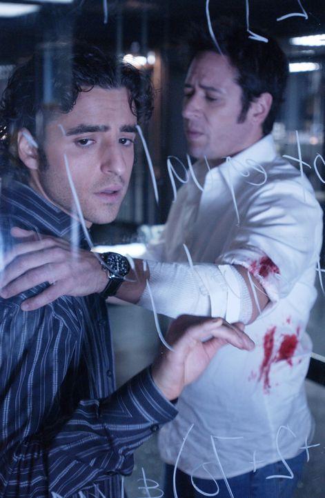 Charlie (David Krumholtz, l.) droht, einen Nervenkollaps zu bekommen, da er seinen Bruder Don (Rob Morrow, r.) leichtfertig in eine gefährliche Situ... - Bildquelle: Paramount Network Television
