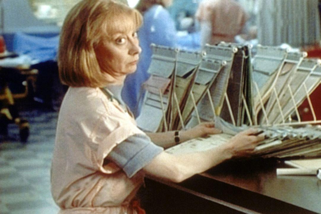 Schwester Wright (Ellen Crawford) versucht, über einen Schock hinwegzukommen. - Bildquelle: TM+  2000 WARNER BROS.