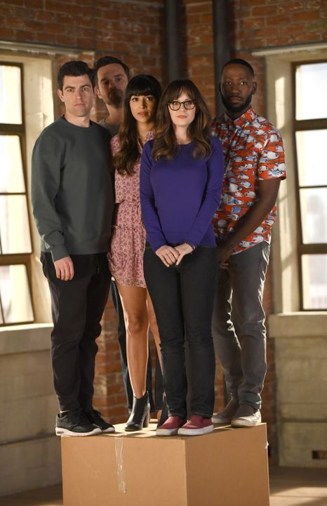 Müssen sich von ihrem geliebten Loft verabschieden: (v.l.n.r.) Schmidt (Max Greenfield), Nick (Jake Johnson), Cece (Hannah Simone), Jess (Zooey Desc... - Bildquelle: Ray Mickshaw 2018 Fox and its related entities.  All rights reserved.