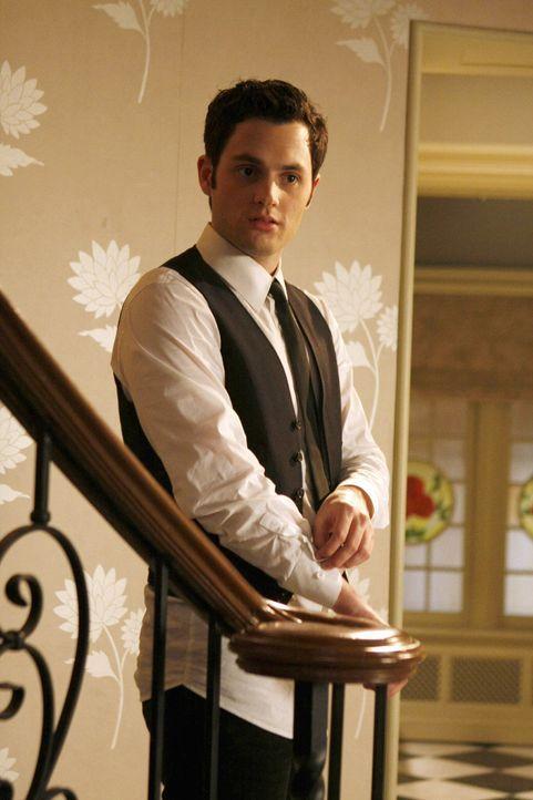 Um Geld für das College zusammenzubekommen, nimmt Dan (Penn Badgley) einen Job als Kellner an. Sein erster Job ist ausgerechnet das Passahfest bei E... - Bildquelle: Warner Bros. Television