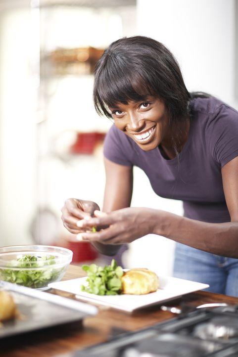 Egal ob neue Tricks oder die alten Klassiker, Lorraine Pascale weiß ganz genau, wie sie immer das bestmögliche Ergebnis in der Küche erzielt ... - Bildquelle: Myles New