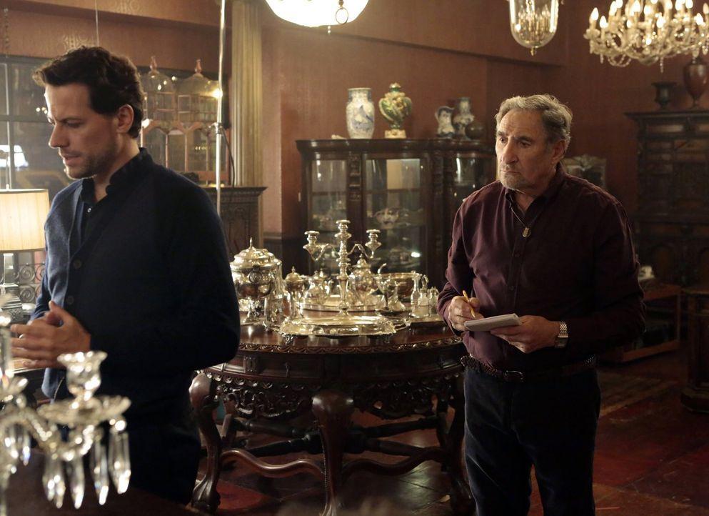 Der wieder zu seinem Job zurückgekehrte Henry (Ioan Gruffudd, l.) sucht Rat bei seinem Adoptivsohn Abe (Judd Hirsch, r.) ... - Bildquelle: Warner Brothers