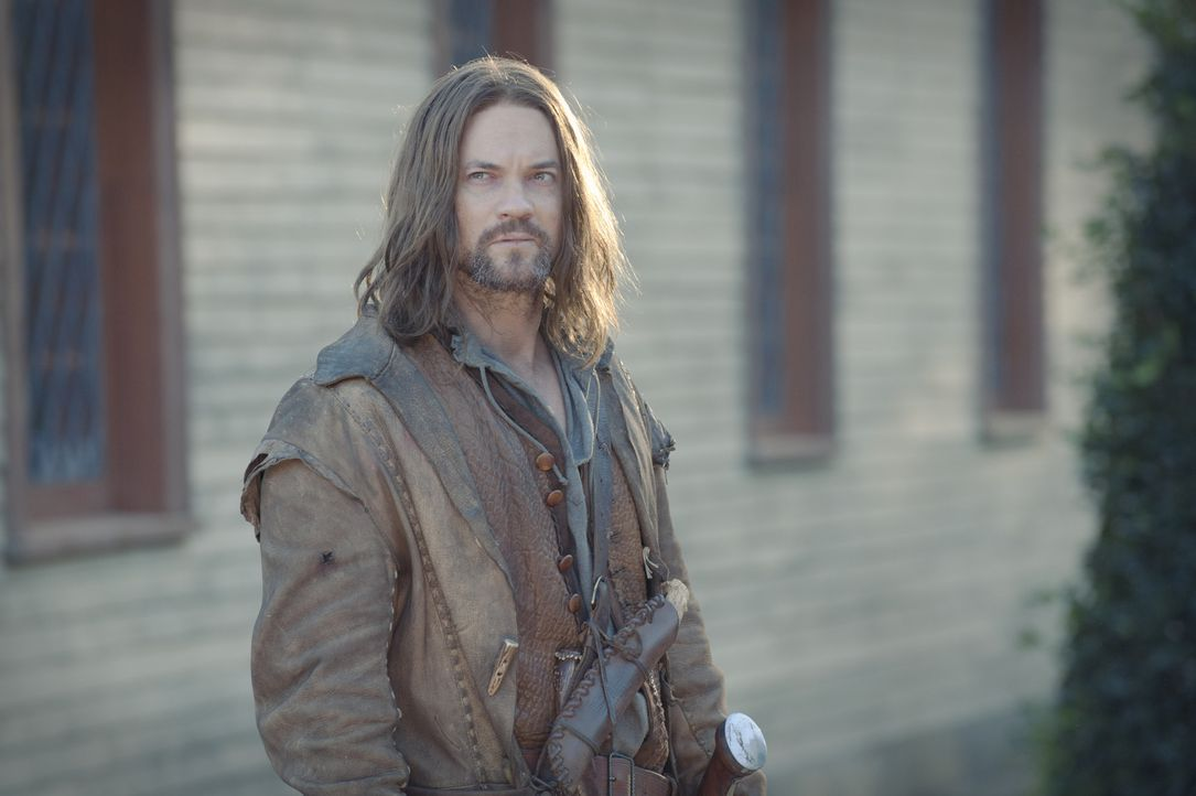 Bei seiner Rückkehr aus dem Krieg erfährt John Alden (Shane West), dass seine geliebte Mary ausgerechnet den alten George Sibley geheiratet hat ... - Bildquelle: 2013-2014 Fox and its related entities.  All rights reserved.