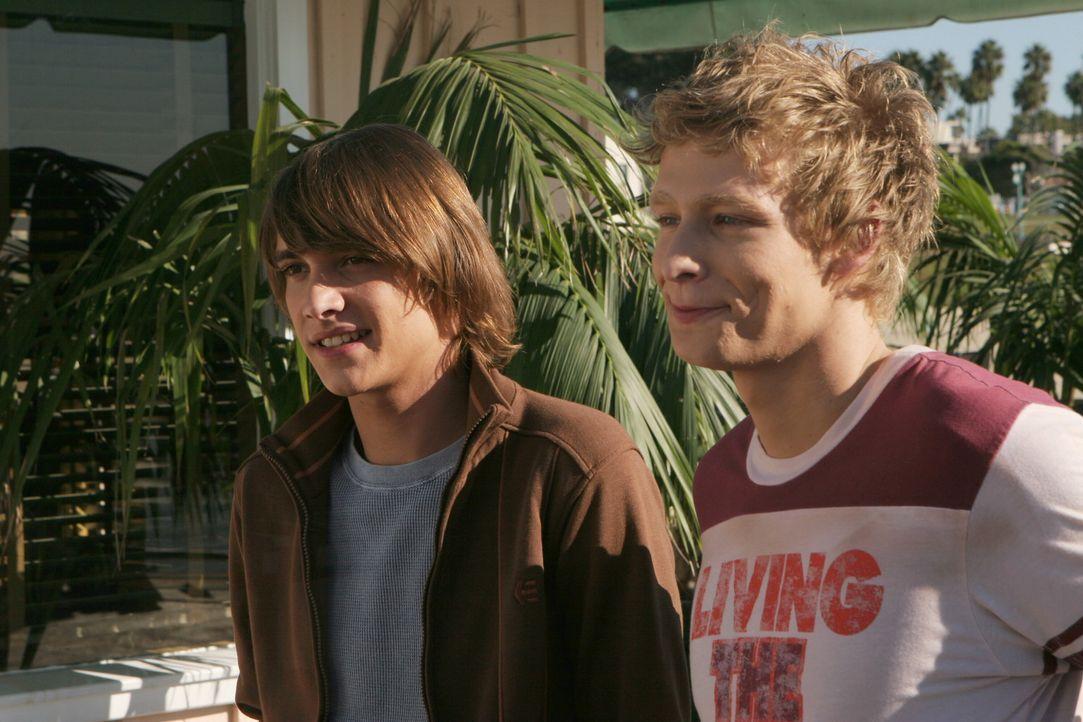 Gute Freunde: Johnny (Ryan Donowho, l.) und Chili (Johnny Lewis, r.) ... - Bildquelle: Warner Bros. Television