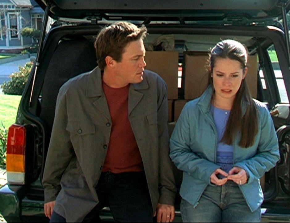 Piper (Holly Marie Combs, r.) bespricht mit Leo (Brian Krause, l.) ihre bedrohliche Lage ... - Bildquelle: Paramount Pictures