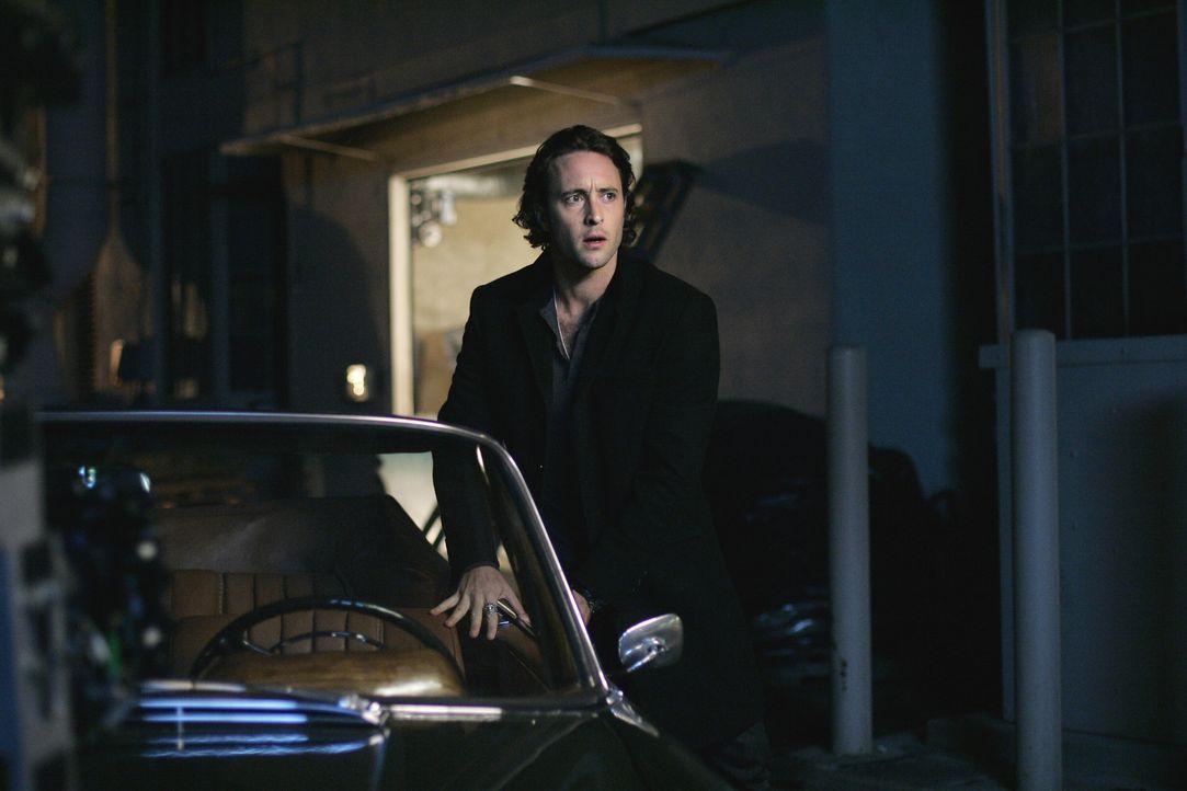 Mick (Alex O'Loughlin) fühlt sich noch immer schuldig, weil er vor 25 Jahren eine Frau nicht beschützen konnte. Jetzt wird ihr Mörder aus dem Gefäng... - Bildquelle: Warner Brothers