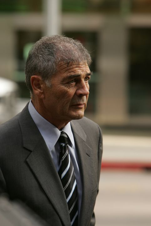 Don erhält Unterstützung von Larson (Robert Forster),  einem alten FBI-Agenten in Rente, der für einen komplizierten Fall reaktiviert wird ... - Bildquelle: Paramount Network Television