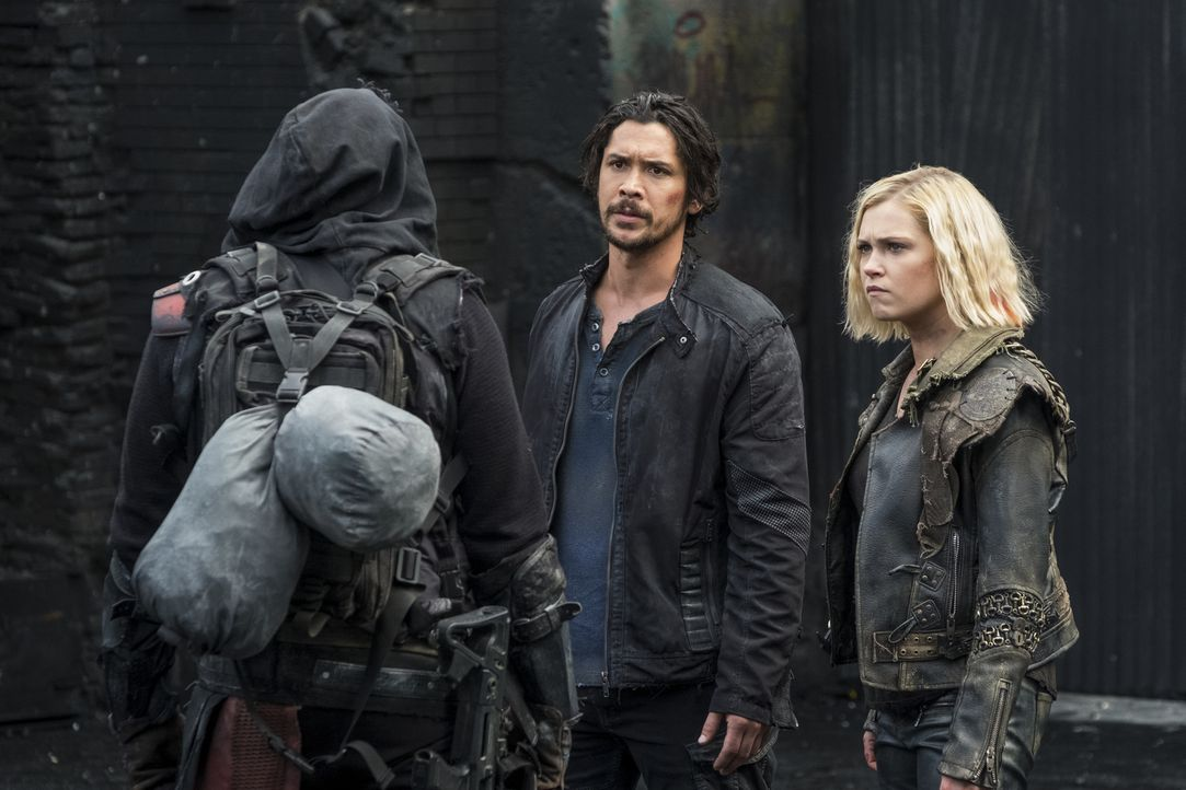 (v.l.n.r.) Bellamy (Bob Morley); Clarke (Eliza Taylor) - Bildquelle: Katie Yu 2018 The CW Network, LLC. All rights reserved./Katie Yu