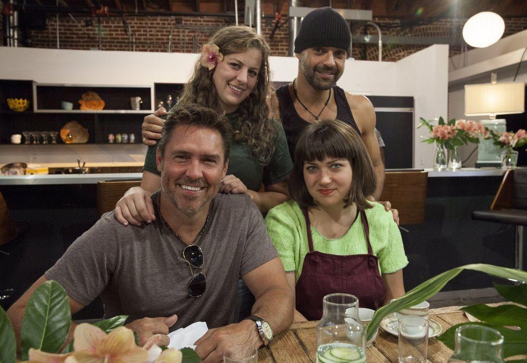 Auf Tim (vorne l.), Katie (vorne r.), Carley (hinten l.) und Gaspar (hinten r.) warten auch dieses Mal schwierigen Aufgaben und ein ganz besonderer... - Bildquelle: 2015 Warner Bros.