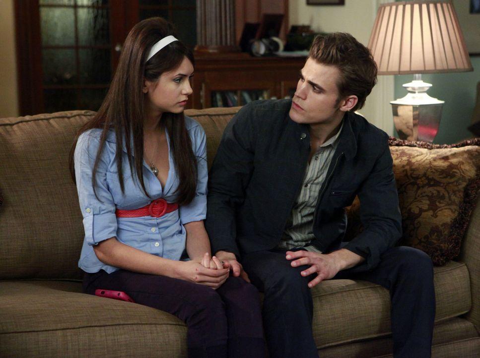 Stefan (Paul Wesley, r.) will nicht, dass Elena (Nina Dobrev, l.) etwas passiert ... - Bildquelle: Warner Bros. Television
