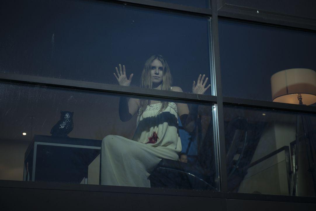 Nur einen Steinwurf entfernt von Sharon Tates Villa, dem ehemaligen Tatort der Charles Manson Morde, erlebt ein Mann schreckliche Heimsuchungen durc... - Bildquelle: Christos Kalohoridis 2013 Syfy Media, LLC