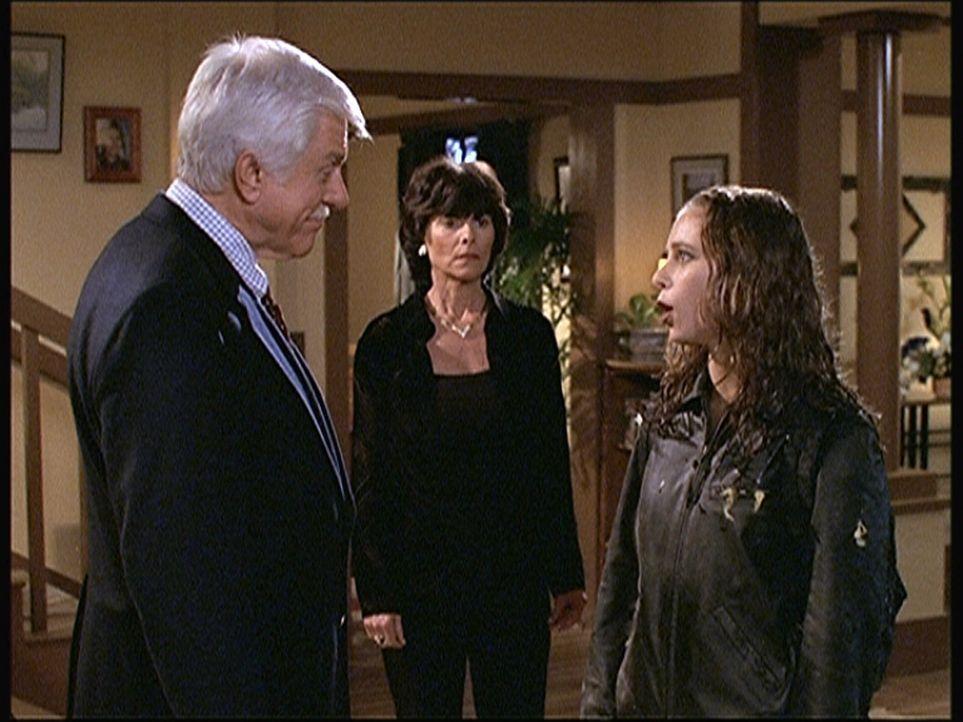 Vivien (Adrienne Barbeau, M.) und ihre Tochter Amy (Ele Keats, r.) scheinen vor Mark Sloan (Dick Van Dyke, l.) etwas verheimlichen zu wollen. - Bildquelle: Viacom