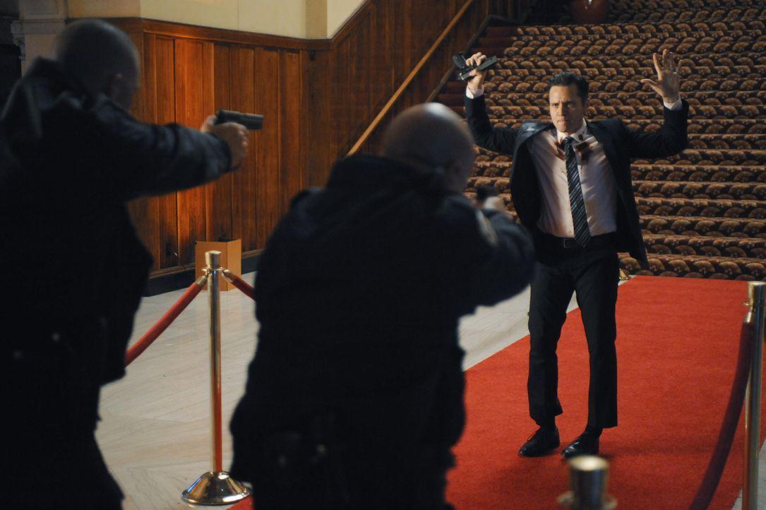 Wäre die Polizei nicht dazwischen gegangen, hätte Kevin (Seamus Dever) den Attentäter noch erwischt ... - Bildquelle: David Moir ABC Studios / David Moir