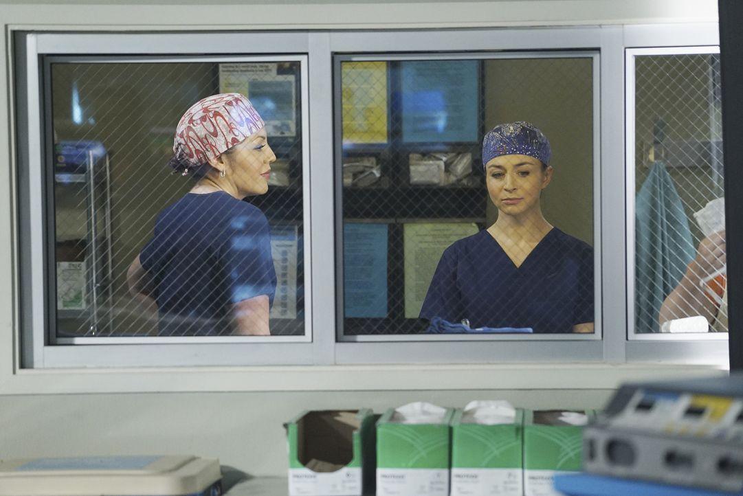 Während April, Jackson und Meredith um das Leben von Keith kämpfen, bereiten sich Callie (Sara Ramirez, l.) und Amelia (Caterina Scorsone, r.) auf d... - Bildquelle: ABC Studios