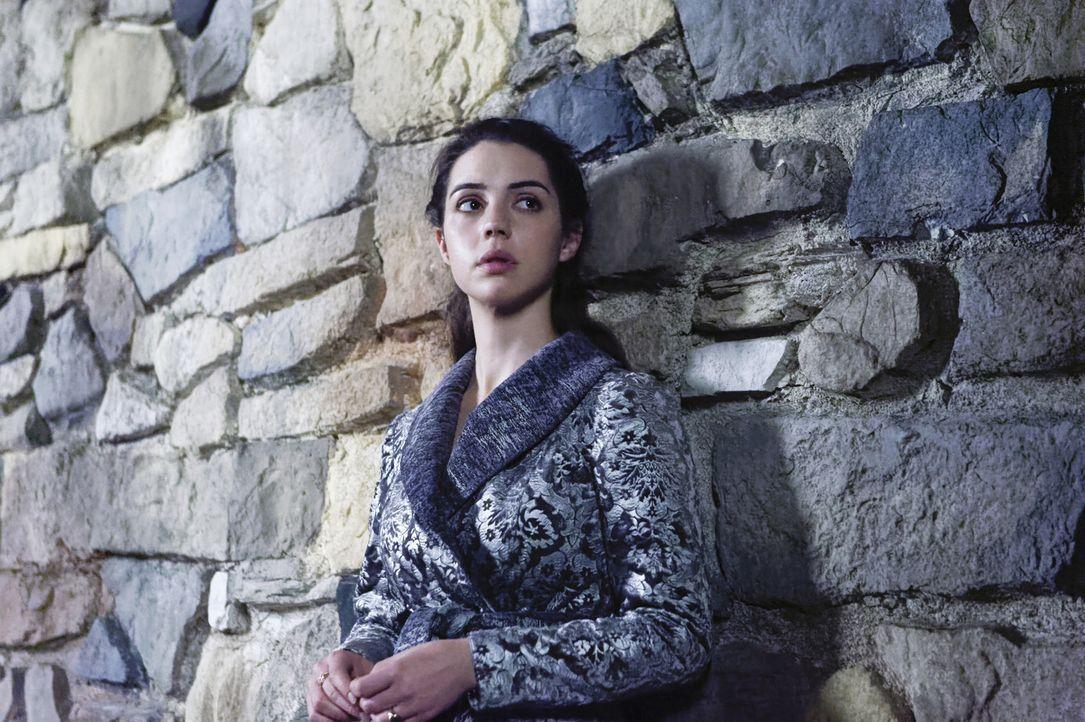 Die schwangere Königin Mary (Adelaide Kane) kann niemandem mehr vertrauen. Stellt sich auch ihr Ehemann gegen sie und ihr ungeborenes Kind? - Bildquelle: Ben Mark Holzberg Ben Mark Holzberg/The CW --   2017 The CW Network, LLC. All Rights Reserved.