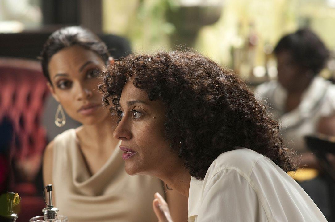 Lili (Rosario Dawson, l.) und Alyssa (Tracee Ellis Ross, r.) sind nicht immer einer Meinung ... - Bildquelle: 2011 Sony Pictures Television Inc. All Rights Reserved.