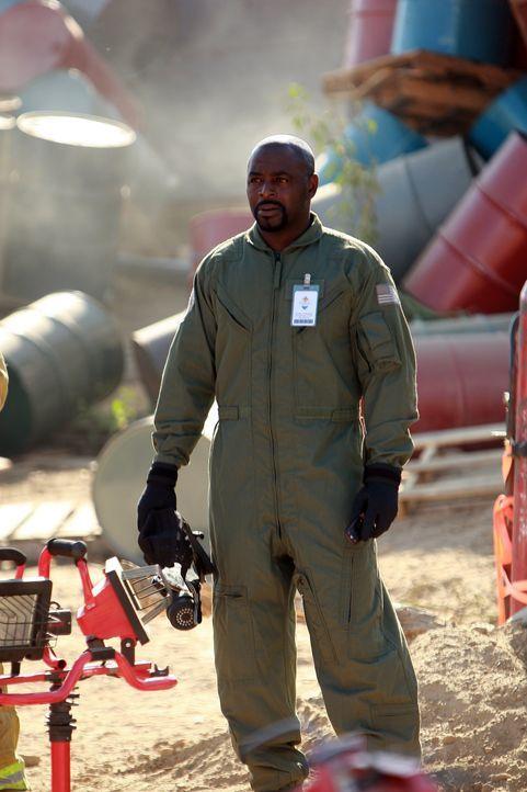 Nach dem Zugunglück versucht David (Alimi Ballard) gemeinsam mit seinen Kollegen die Ursache dafür aufzudecken ... - Bildquelle: Paramount Network Television