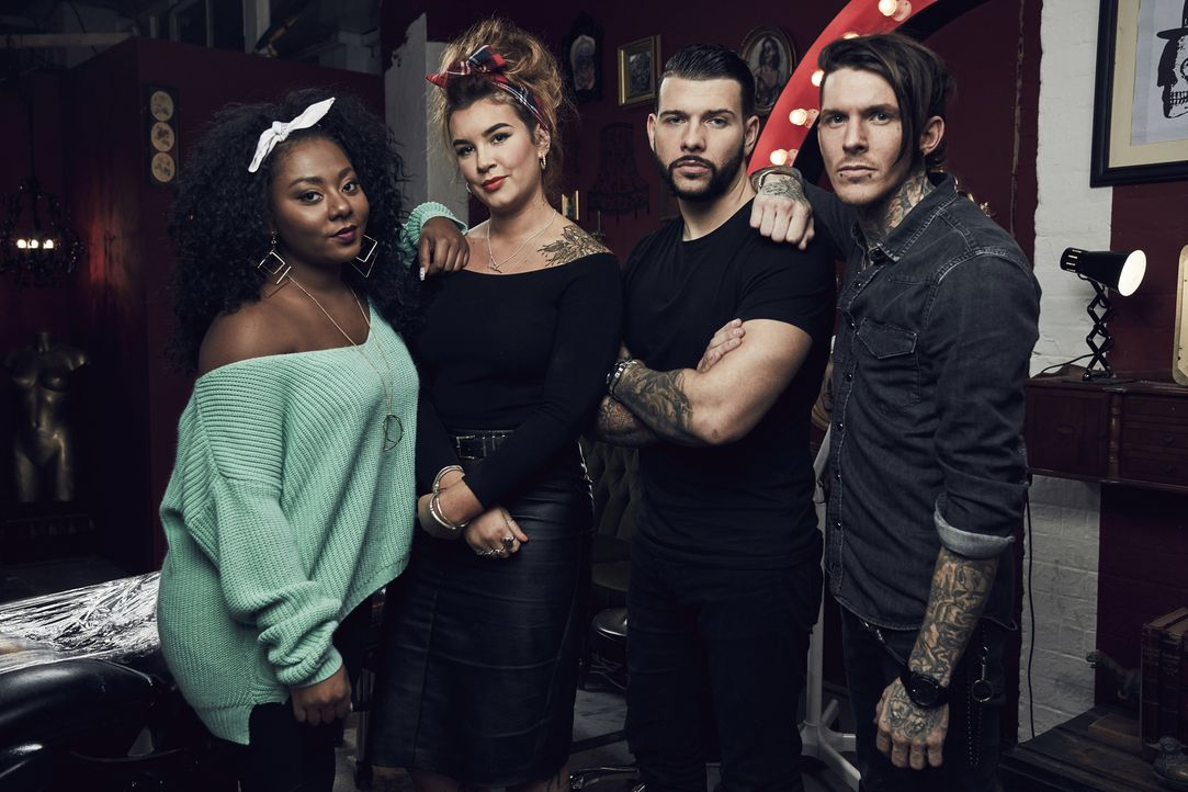 (4. Staffel) - In ihrem Studio verhelfen sie verzweifelten Menschen mit einem Cover Up zu einem neuen Tattoo: (v.l.n.r.) Paisley, Alice, Jay und Ske... - Bildquelle: Tom Barnes Studio Lambert & all3media international