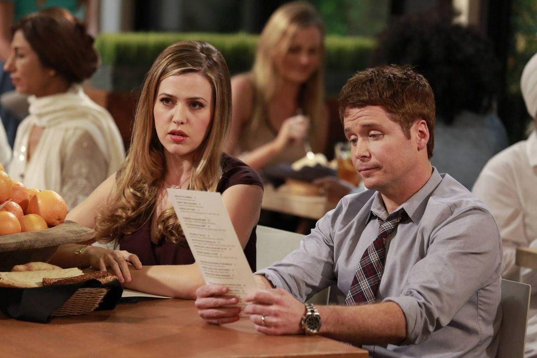 Plötzlich machen sich Andi (Majandra Delfino, l.) und Bobby (Kevin Connolly, r.) Gedanken über ihre Beziehung ... - Bildquelle: 2013 CBS Broadcasting, Inc. All Rights Reserved.