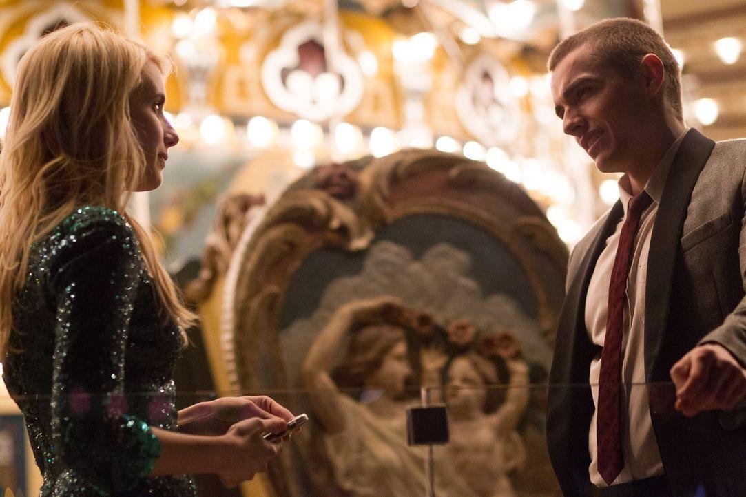 Verheimlicht der attraktive Ian (Dave Franco, r.) etwas sehr Wichtiges vor Vee (Emma Roberts, l.)? - Bildquelle: 2016 Lions Gate Entertainment Inc. All Rights Reserved.