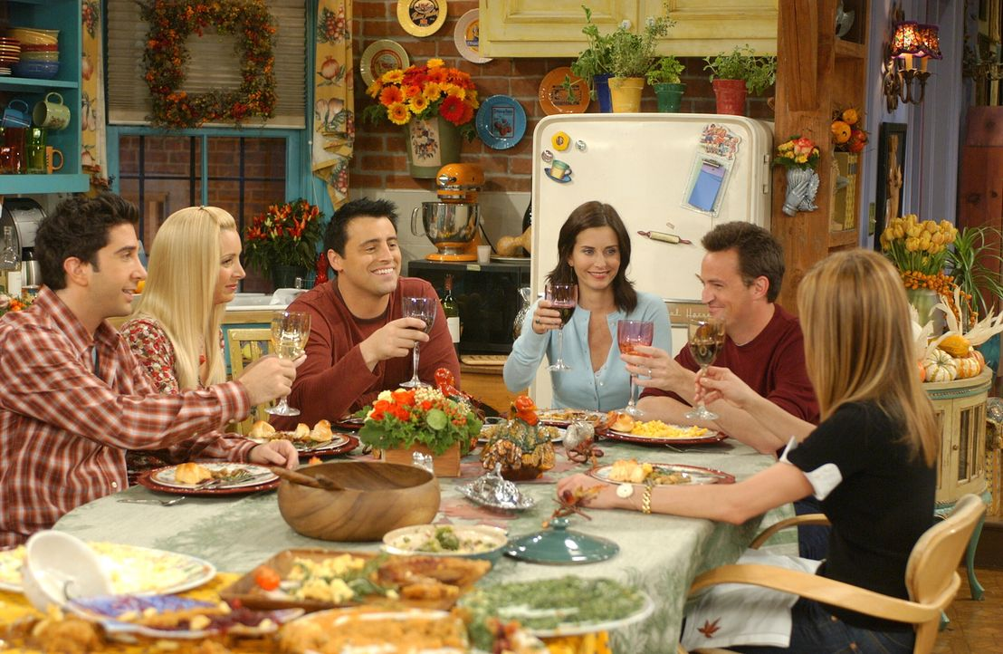 Nach all dem Schlamassel gibt es doch noch einen Grund zu feiern: Joey (Matt LeBlanc, 3.v.l.), Ross (David Schwimmer, l.), Rachel (Jennifer Aniston,... - Bildquelle: 2003 Warner Brothers International Television