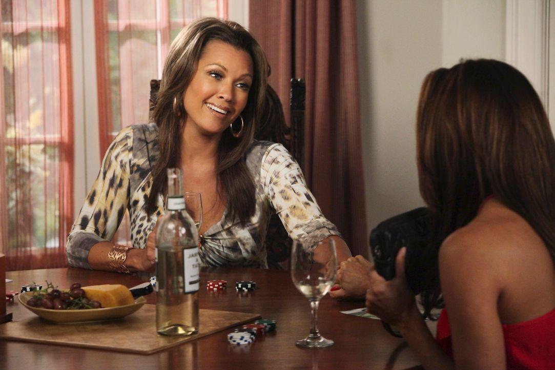 Renee (Vanessa Williams, l.) liefert sich einen erbitterten Kampf um Keiths Gunst, während Gabrielle (Eva Longoria, r.) den Damen ein Geheimnis erzä... - Bildquelle: ABC Studios