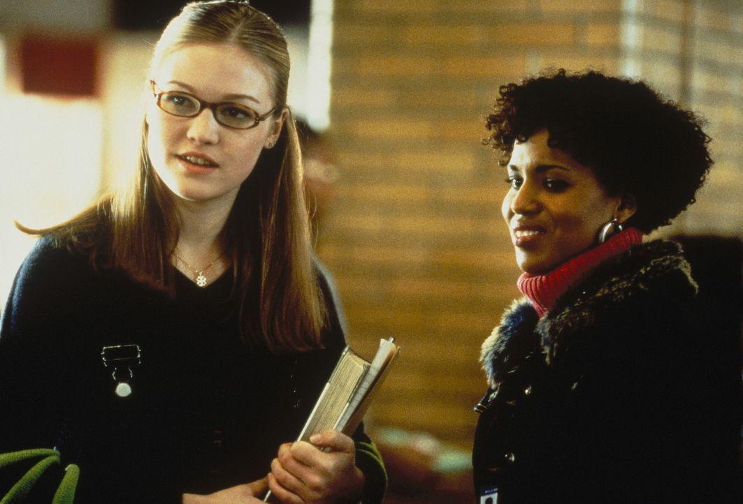 An der neuen Schule gelingt es Sara (Julia Stiles, l.) schon bald die Freundschaft Chenilles (Kerry Washington, r.) zu gewinnen. Eines Tages besuche... - Bildquelle: Paramount Pictures