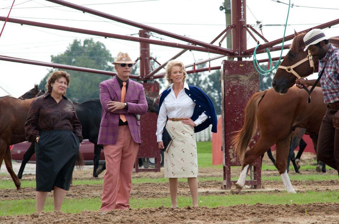 Ein langer Weg liegt vor der Hausfrau und Mutter Penny (Diane Lane, 2.v.r.). In dem von Männern dominierten Pferderennengeschäft muss sie erst einma... - Bildquelle: John Bramley Disney Enterprises, Inc.  All rights reserved / John Bramley