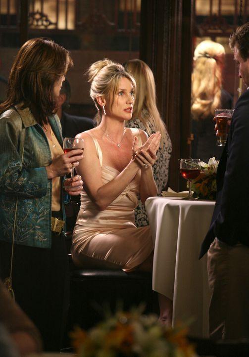 Hat einen Plan, wie sie Gabrielle eins auswischen kann: Edie (Nicolette Sheridan, M.) ... - Bildquelle: 2005 Touchstone Television  All Rights Reserved