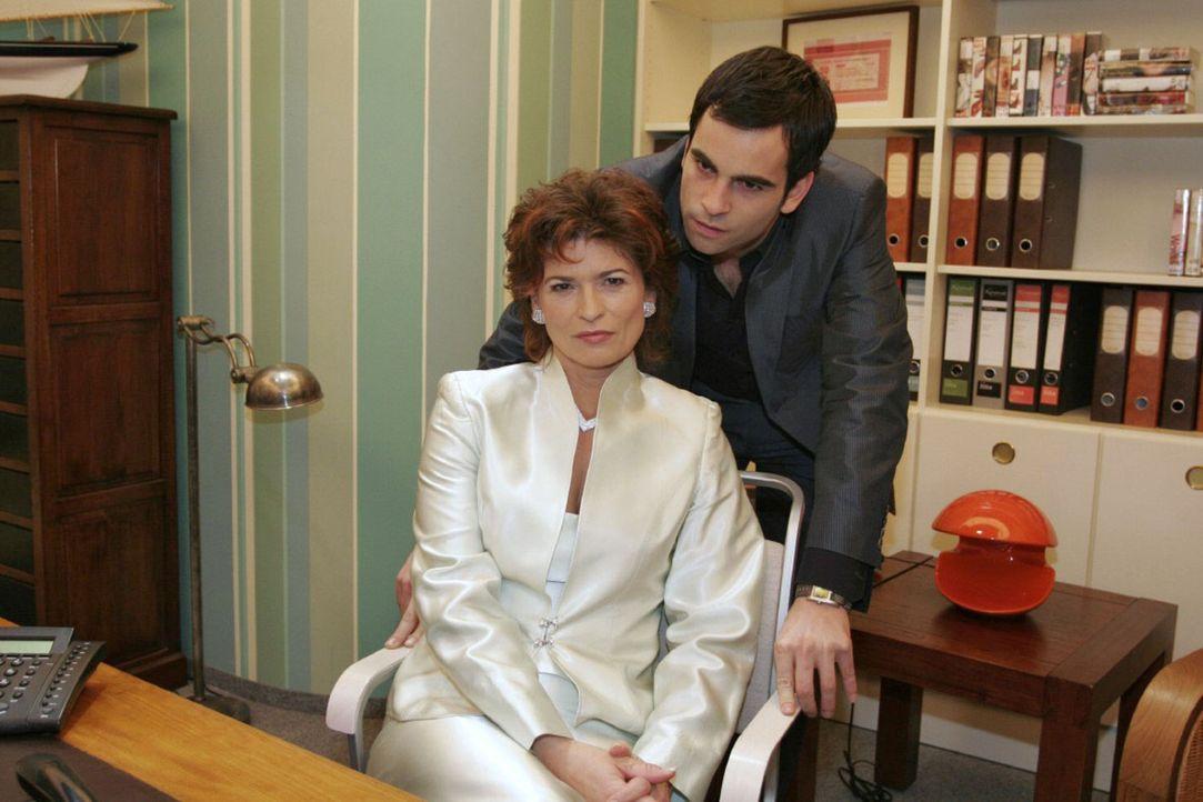 David (Mathis Künzler, r.) macht Sophie (Gabrielle Scharnitzky, l.) unmissverständlich klar, dass sie sich nicht in seine und Lisas Angelegenheite... - Bildquelle: Noreen Flynn Sat.1