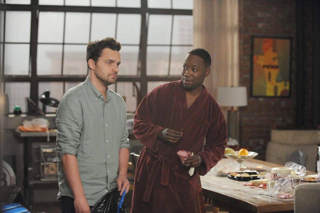 Nick (Jake Johnson, l.) versucht, mit der Vermietung von Jess' Zimmer ein wenig Geld zu verdienen, während Winston (Lamorne Morris, r.) an der Treue... - Bildquelle: Ray Mickshaw 2016 Fox and its related entities.  All rights reserved.
