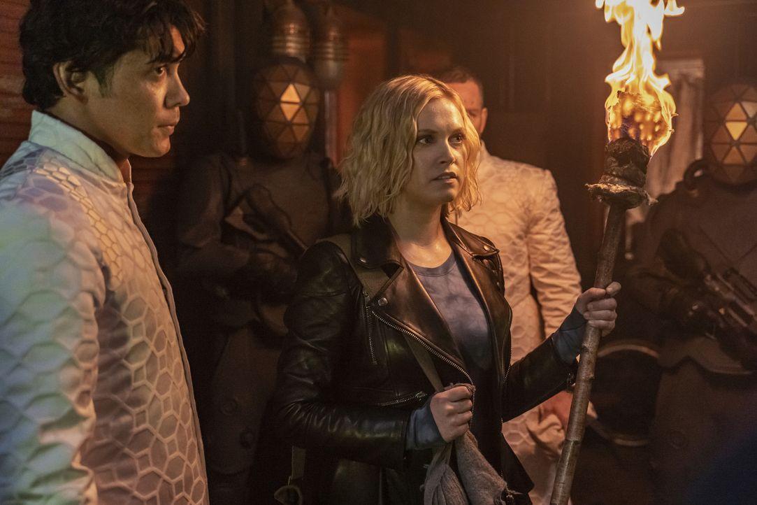 Bellamy Blake (Bob Morley, l.); Clarke Griffin (Eliza Taylor, r.) - Bildquelle: 2020 Warner Bros. Entertainment Inc. All rights reserved.