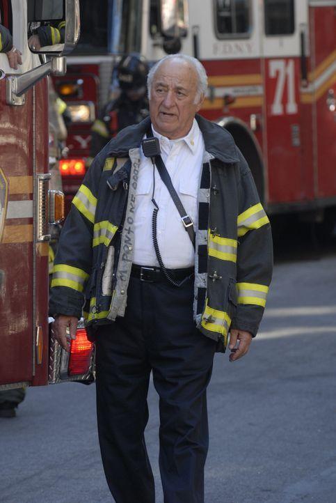 Chief Feinstein (Jerry Adler) beschuldigt Tommy, seine Tochter Beth sexuell belästigt zu haben ... - Bildquelle: 2007 Sony Pictures Television Inc. All Rights Reserved