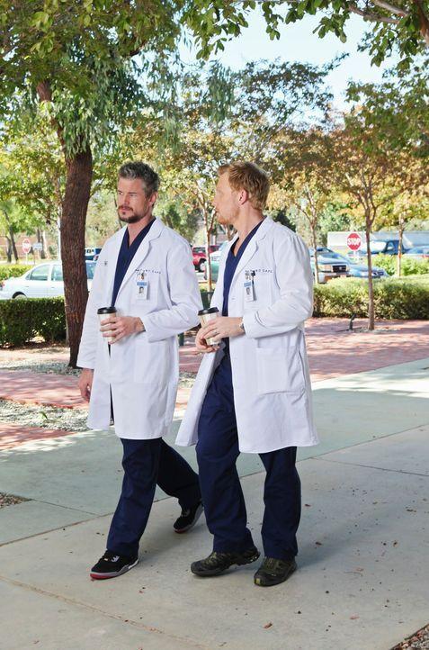 Werden von einem Kamerateam begleitet, die eine Real Life Doku im Seattle Grace Mercy West Hospital drehen: Mark (Eric Dane, l.) und Owen (Kevin McK... - Bildquelle: ABC Studios