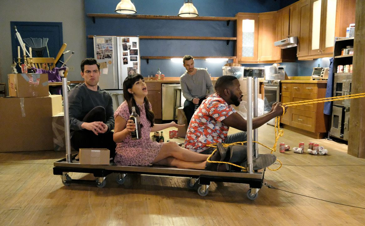 Veranstalten eine letzte Party im Loft: (v.l.n.r.) Schmidt (Max Greenfield), Cece (Hannah Simone), Nick (Jake Johnson) und Winston (Lamorne Morris,... - Bildquelle: Ray Mickshaw 2018 Fox and its related entities.  All rights reserved.