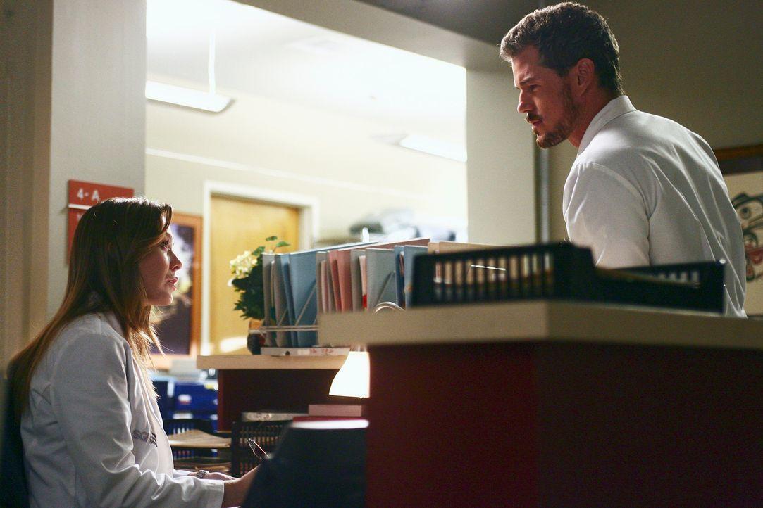 Meredith (Ellen Pompeo, l.) muss Mark (Eric Dane, r.) bei einer ungewöhnlichen OP assistieren, die viel Feingefühl erfordert ... - Bildquelle: Touchstone Television
