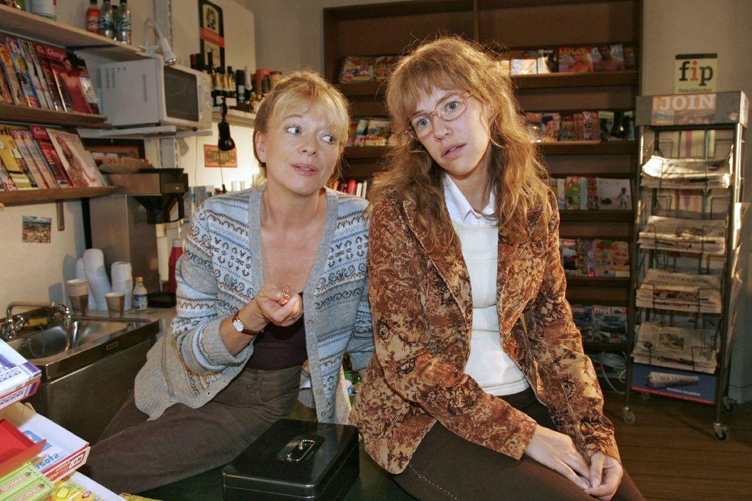 Lisa (Alexandra Neldel, r.) verspricht Helga (Ulrike Mai, l.), dass sie sich bei David entschuldigen wird. (Dieses Foto von Alexandra Neldel darf nu... - Bildquelle: Noreen Flynn SAT.1 / Noreen Flynn