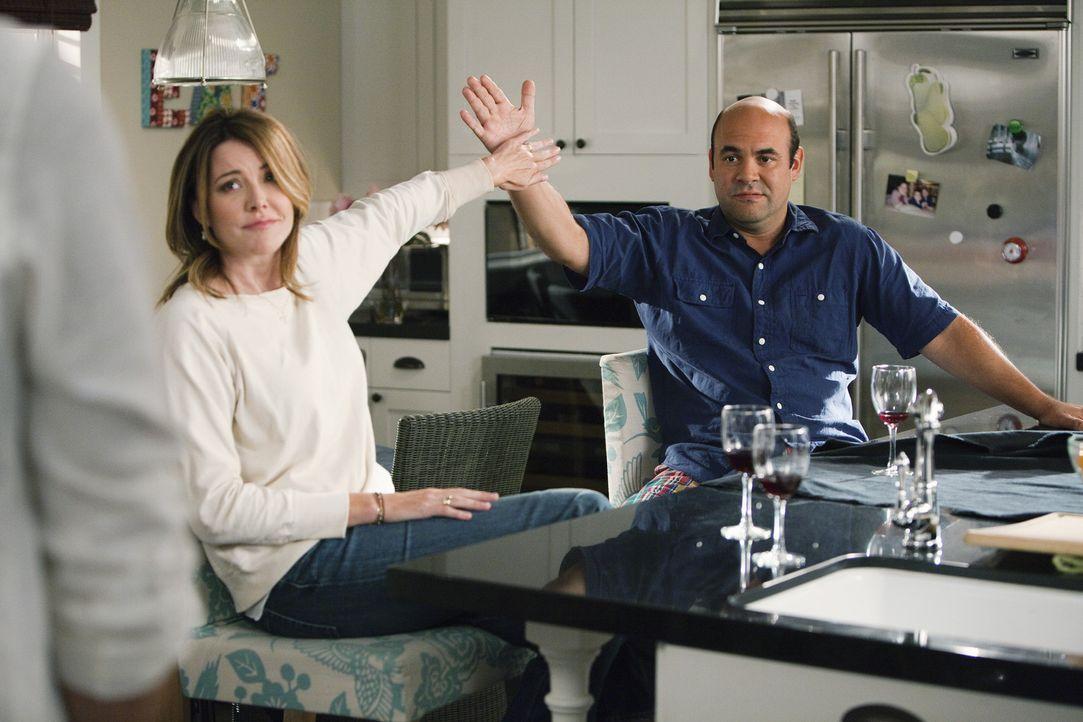 Sind nicht immer gleicher Meinung: Andy (Ian Gomez, r.) und Ellie (Christa Miller, l.) ... - Bildquelle: 2010 ABC INC.
