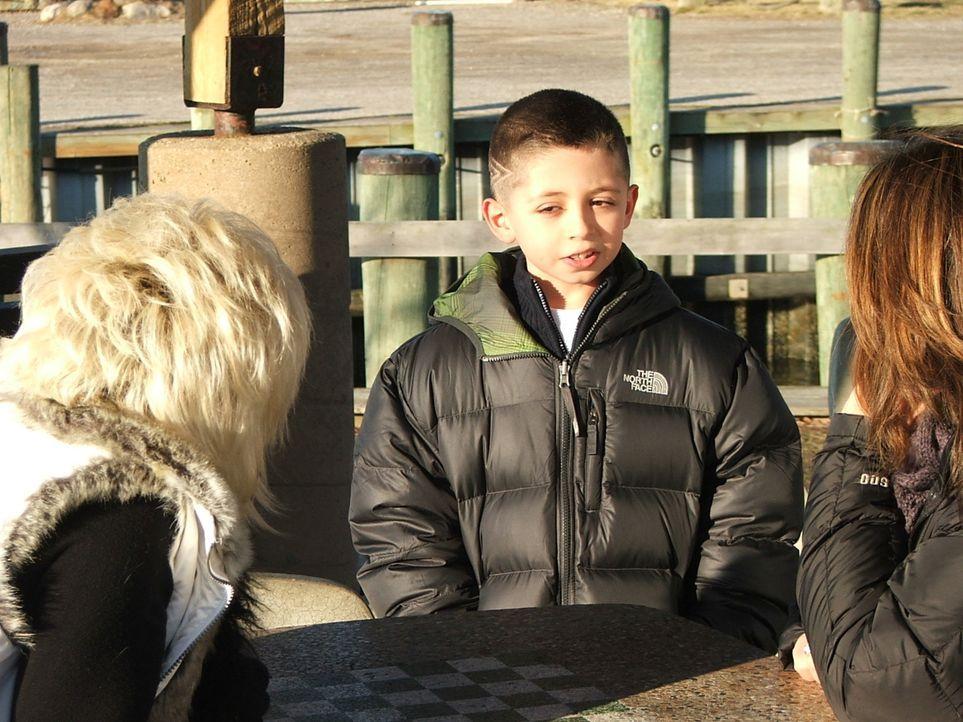 Sandys (r.) Sohn Antonio (M.) scheint eine ähnliche Gabe zu haben, wie Theresa (l.). Kann der Junge damit umgehen? - Bildquelle: Discovery Communications, Inc.