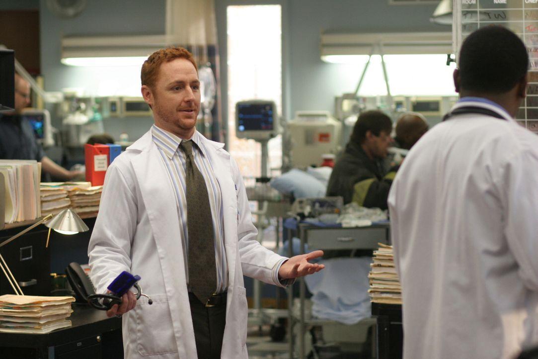 Kaum zu glauben: Morris (Scott Grimes, r.) wird neuer Personalchef ... - Bildquelle: WARNER BROS