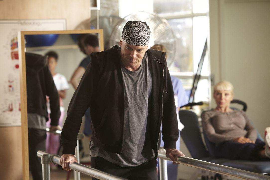 Nach seiner Zeit im Koma macht Dr. Charlie Harris (Michael Shanks) weiter Fortschritte auf seinem Weg zurück in ein normales Leben ... - Bildquelle: 2013 NBC Studios, LLC