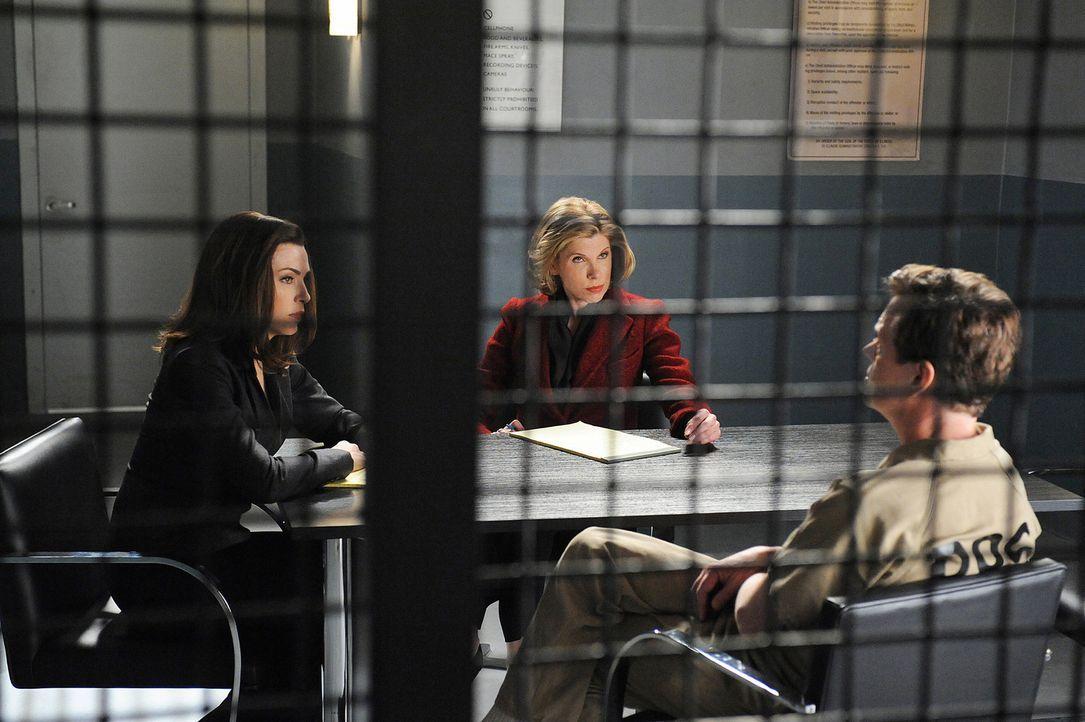 Alicia (Julianna Margulies, l.) und Diane (Christine Baranski, M.) verteidigen Colin Sweeney (Dylan Baker, r.), der im Verdacht steht, ein Mörder z... - Bildquelle: CBS Studios Inc. All Rights Reserved.